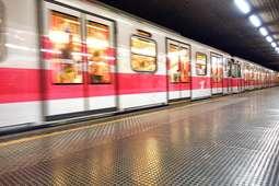 Metrô é condenado a indenizar por assédio em vagão