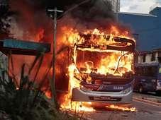 Acusados de atear fogo em ônibus são condenados