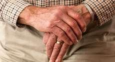 Plano de saúde deve custear tratamento de idoso com câncer