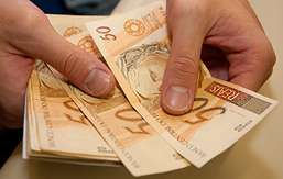 Empregador não deve indenizar por despesas com lavagem de uniforme
